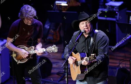 Garth Brooks and Sam Bush perform during the 54th Annual ASCAP Country Music Awards at the Ryman Auditorium on in Nashville, Tenn