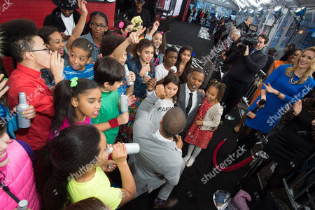 "Stock Image of Actor Jamie Foxx and his daughter, Annalise Bishop, gather with the P.S. 153 Chorus at the world premiere of ""Annie"" at the Ziegfeld Theatre, in New York. (Photo by Scott Roth/Invision/AP)attends the world premiere of ""Annie"" at the Ziegfeld Theatre on Sunday, Dec. 7, 2014, in New York"