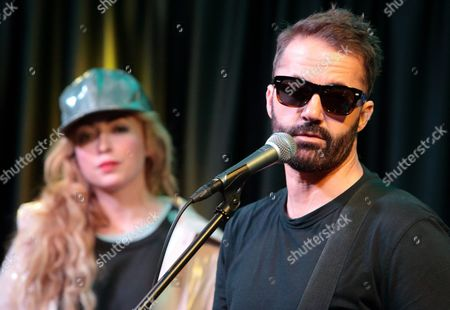 Katie White, left, and Jules De Martino of the band The Ting Tings visit the Mix 106 Performance Theater, in Philadelphia