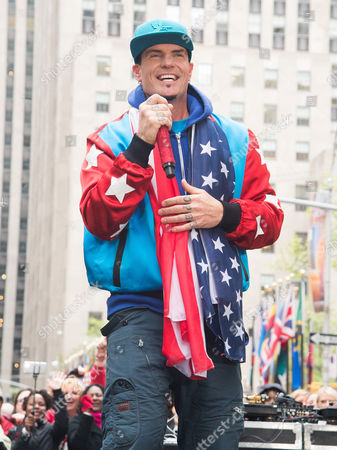 """Robert Matthew Van Winkle Vanilla Ice performs on NBC's """"Today"""" show during the """"I Love The 90's"""" morning concert at Rockefeller Plaza, in New York"""