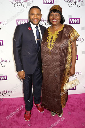 """Anthony Anderson, left, and his mother Doris Bowman attend VH1's """"Dear Mama"""" Mother's Day Special taping at St. Bartholomew's Church, in New York"""