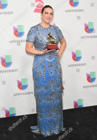 """Nina Pastori poses in the press room with the award for best flamenco album for """"Amame Como Soy"""" at the 17th annual Latin Grammy Awards at the T-Mobile Arena, in Las Vegas"""