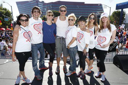 "Cast of ""Popular"" Anel Lopez, Christopher Gorham, Leslie Bibb, Bryce Johnson, Tammy Lynn Michaels, Tamara Mello, Carly Pope and Sara Rue participates in AIDS Walk LA, in Los Angeles"