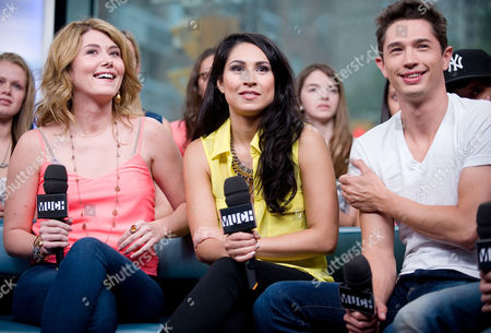 """Jewel Staite, Cassie Steele, and Joe Dinicol visit New.Music.Live. at the MuchMusic HQ to promote the second season of """"The L.A. Complex"""", in Toronto"""