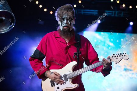 Jim Root of Slipknot performs during day 2 of Ozzfest meets Knotfest at San Manuel Amphitheater, in San Bernardino, Calif