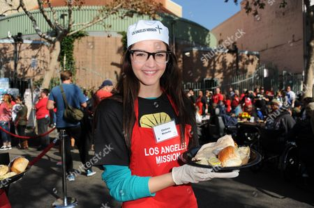 Chelsea Ricketts participates in the LA Mission give Thanksgiving meals for the homeless on in Los Angeles
