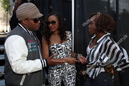 """L-R) Festival hosts Sway Calloway, Janell Snowden backstage with R&B singer Estelle at Shannon Brown's Wood-Star Music Festival """"Soul in the City"""" on Saturday August, 19, 2012, at Union Park in Chicago, Illinois"""