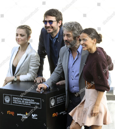 Argentinian director Santiago Mitre (2-L), Argentinian actress Dolores Fonzi (L), Spanish actress Elena Anaya (R) and Argentinian actor Ricardo Darin (2-R) pose after the presentation of the film 'La cordillera' (lit: The Summit), at the 65th San Sebastian International Film Festival, in San Sebastian, northern Spain, 26 September 2017. San Sebastian International Film Festival runs from 22 to 30 September.