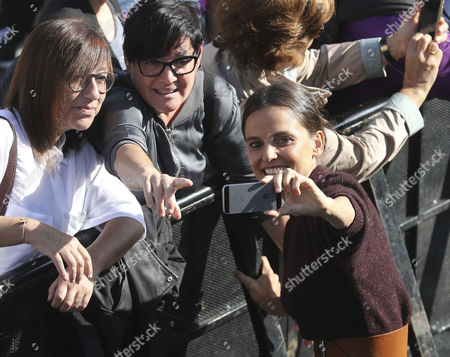 Stock Image of Spanish actress and cast member Elena Anaya (R) poses with her fans after the presentation of the film 'La cordillera' (lit: The Summit), directed by Santiago Mitre, at the 65th San Sebastian International Film Festival, in San Sebastian, northern Spain, 26 September 2017. San Sebastian International Film Festival runs from 22 to 30 September.