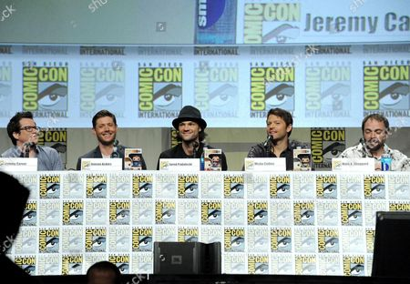 """Producer Jeremy Carver and from left, Jensen Ackles, Jared Padalecki, Misha Collins and Mark Sheppard attend the """"Supernatural"""" special video presentation and Q&A on day 4 of Comic-Con International, in San Diego"""
