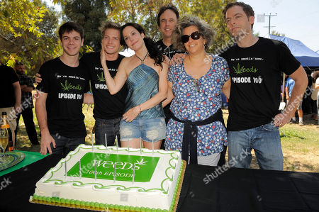 "Jenji Kohan, second from right, executive producer and creator of the Showtime series ""Weeds,"" poses with the show's cast members, from left, Alexander Gould, Hunter Parrish, Mary-Louise Parker, Kevin Nealon and Justin Kirk at a party to celebrate the show's 100th episode, in Los Angeles"