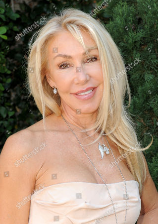 Linda Thompson arrives at the Rape Treatment Center fundraiser at Greenacres, the private residence of Ron Burkle,, in Beverly Hills, Calif
