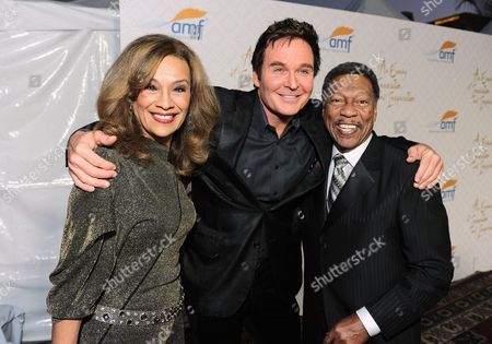 From left, Marilyn McCoo, Jeff Tracta and Billy Davis, Jr. arrive at the 10th annual Alfred Mann Foundation Gala, in Beverly Hills, Calif