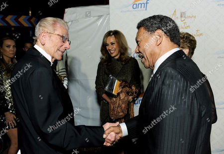 From left, Alfred Mann, Marilyn McCoo, and Billy Davis, Jr. arrive at the 10th annual Alfred Mann Foundation Gala, in Beverly Hills, Calif