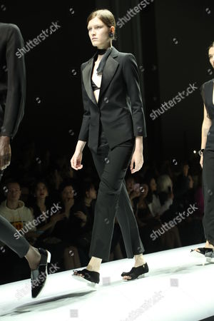 Tessa Bruinsma on the catwalk
