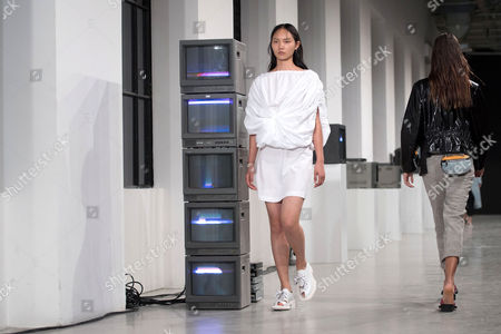 Models present creations from the Spring/Summer 2018 Ready to Wear collection by Finnish designer Tuomas Merikoski for Aalto during the Paris Fashion Week, in Paris, France, 27 September 2017. The presentation of the Women's collections runs from 25 September to 03 October.