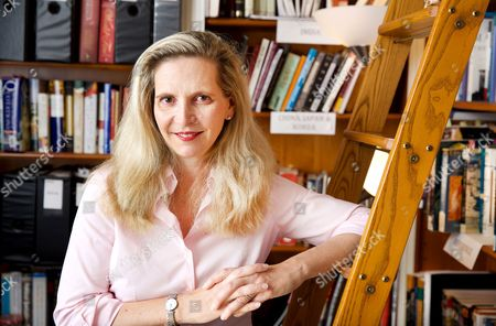 Amanda Foreman September 22, 2017 is the author of the prize-winning best sellers, 'Georgiana, Duchess of Devonshire', and 'A World on Fire: A Epic History of Two Nations Divided'. She is currently a columnist for 'The Wall Street Journal'. Her latest work is the BBC documentary series, 'The Ascent of Woman'. In 2016, Foreman served as chair of The Man Booker Prize. Her book on the history of women, 'The World Made by Women', will be published in 2018. She is a co-founder of the literary nonprofit, House of SpeakEasy Foundation, a trustee of the Whiting Foundation, and an Honorary Research Senior Fellow in the History Department at the University of Liverpool. Amanda lives in New York with her husband and five children.