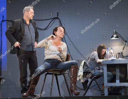 Gijs Scholten van Aschat as Hendrik Vogler, Marieke Heebink as Rachel, Gaite Jansen as Anna