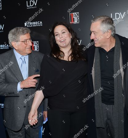 """First Time Fest co-founder Johanna Bennett, center, poses with her father Tony Bennett, left, and actor Robert De Niro at the 20th anniversary screening of """"A Bronx Tale"""" presented by First Time Fest and Tribeca Film Institute, in New York"""