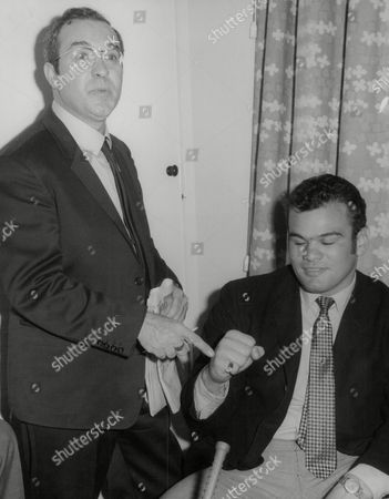 Reg Gutteridge (left) Boxing Journalist And Tv Commentator With U.s. Heavyweight Boxer Tony Ventura. Box 735 503031712 A.jpg.