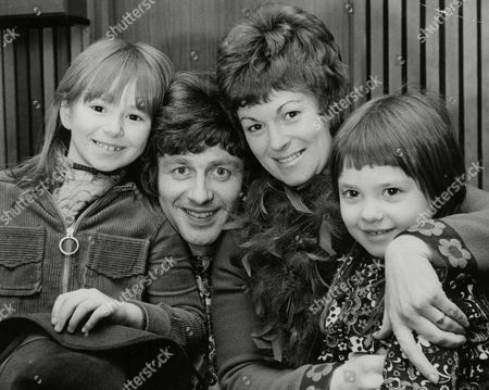 Tony Burrows Singer With Pop Group 'edison Lighthouse' With His Wife Jill And Children Cindy (6) And Mandy (3). Box 737 210031746 A.jpg.