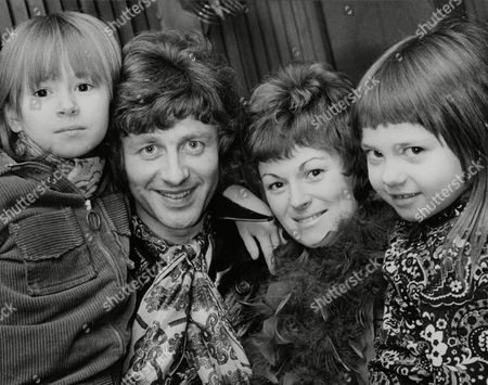 Tony Burrows Singer With Pop Group 'edison Lighthouse' With His Wife Jill And Children Cindy (6) And Mandy (3). Box 737 210031745 A.jpg.