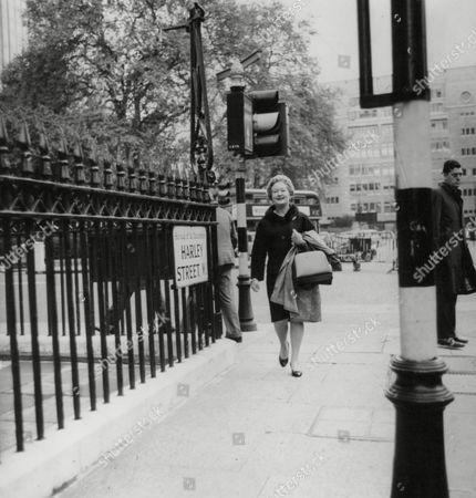 Actress Lynne Carol Walking Down London's Harley Street. Box 739 116031745 A.jpg.