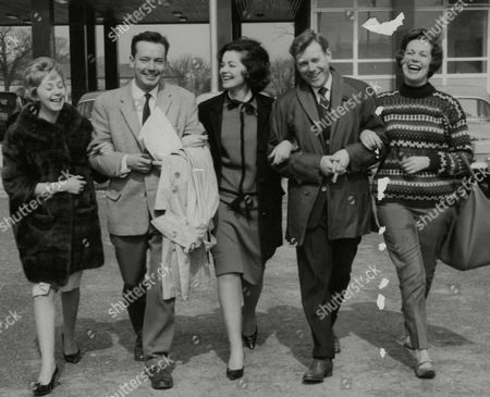Members Of The Cast Of The Tv Show 'emergency Ward 10' Arriving At Elstree Studios For Rehearsals. (l-r) Jill Browne Charles Tingwell Anne Brooks Desmond Carrington And Paula Byrne. Box 740 917031744 A.jpg.