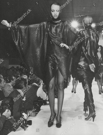 Model Alva Chinn On The Catwalk At 1979 Milan Fashion Show. Box 745 507041719 A.jpg.