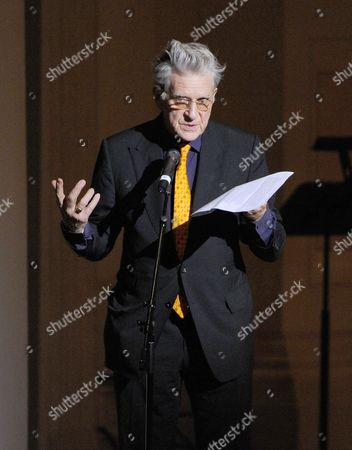 Tibet House U.S. co-founder Robert Thurman speaks at the 24th Annual Tibet House U.S. benefit concert at Carnegie Hall on in New York. Photo by Evan Agostini/Invision/AP