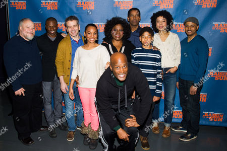 "Director Kenny Leon, front, posses with cast members, from left, Stephen McKinley, Sean Patrick Thomas, David Cromer, Anika Noni Rose, LaTanya Richardson, Denzel Washington, Bryce Clyde Jenkins, Sophie Okonedo and Jason Dirden at a press opportunity for the upcoming Broadway production of ""A Raisin in the Sun"" on in New York"