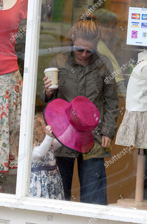 Geri Halliwell and daughter Bluebell Madonna shopping in an Oxfam shop
