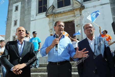 Portuguese Social Democratic Party (PSD) leader, Pedro Passos Coelho (C), flanked by CDS-PP deputy, Pedro Mota Soares (L), and the party candidate for Cascais townhall, Carlos Carreiras (R), during a local election political rally in Cascais, Portugal 28 September 2017. Local elections are being held across Portugal on 01 October 2017.