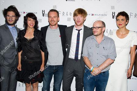 "Francois Civil, left, Carla Azar, Michael Fassbender, Domhnall Gleeson, Lenny Abrahamson and Maggie Gyllenhaal attend the ""Frank"" premiere on in New York"