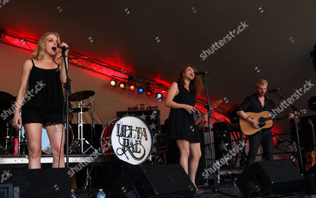 Brittany Hölljes, Elizabeth Hopkins and Ian Hölljes of Delta Rae perform at the Voodoo Experience, in New Orleans