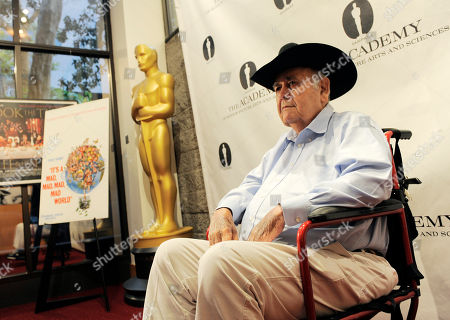 "Jonathan Winters, a cast member in the 1963 film ""It's a Mad, Mad, Mad, Mad World,"" poses at the kick-off of The Last 70mm Film Festival Presented by the Academy of Motion Picture Arts and Sciences, at the Samuel Goldwyn Theater in Beverly Hills, Calif"