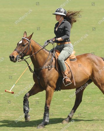 West Palm Beach Fl - March 14: Kourtney Kardashian and Scott Disick with Their Young Son Mason Dash Disick in Tow Take a Polo Lesson with Top Ranked American Polo Player Nic Roldan the Couple Was Joined by Sister Khloe Kardashian the Kardashian Clan Had a Great Afternoon Riding Horses and Joking Around While They Sipped Champagne at the International Polo Club Palm Beach On March 14 2010 in Wellington Florida People: Khloe Kardashian