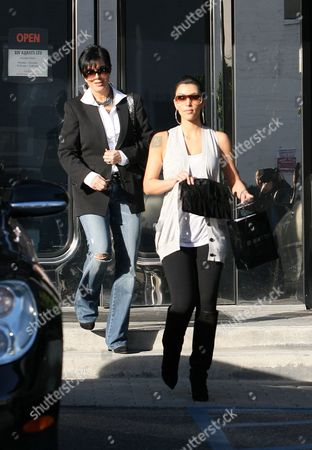 Los Angles - Ca - December 10: Actress Kim Kardashian West and Her Mom Kris Kardashian-jenner out out Shopping at a Jewelry Store On December 10 2008 in Los Angeles California People: Kim Kardashian West Kris Kardashian-jenner