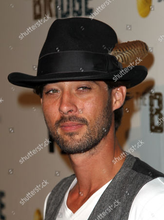 """Ryan Bingham arrives at the premiere screening of """"The Bridge"""" at the DGA Theatre on in Los Angeles"""