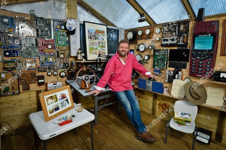 Martin Roberts - My Haven his Radio Station Tree House studio near Bristol. 24.1.2017