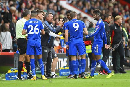 Leicester City Manager Craig Shakespeare urges on his players  in the final minutes during AFC Bournemouth vs Leicester City, Premier League Football at the Vitality Stadium on 30th September 2017