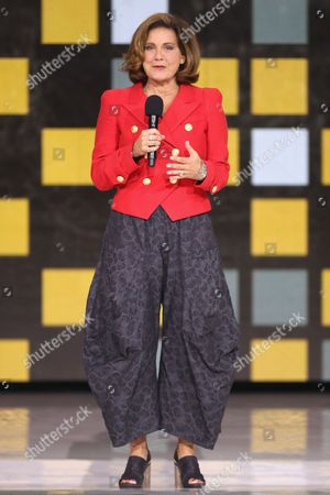 Stock Photo of Lisa LaFlamme speaks onstage during the closing ceremony of the Invictus Games 2017 at Air Canada Centre