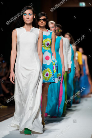 Models present creations from the Spring/Summer 2018 Ready to Wear collection fashion brand Talbot Runhof by  fashion designers Johnny Talbot and Adrian Runhof during the Paris Fashion Week, in Paris, France, 30 September 2017. The presentation of the Women's collections runs from 25 September to 03 October.