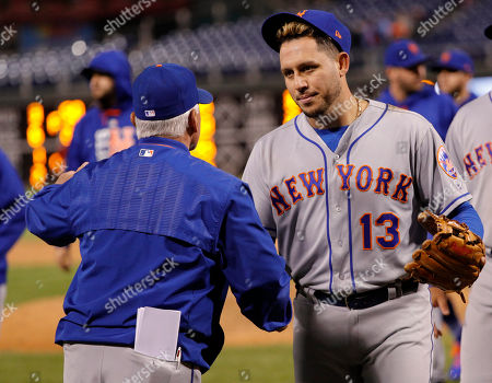 Terry Collins, Asdrubal Cabrera. New York Mets' Asdrubal Cabrera, right, shakes hands with manager Terry Collins, left, following the 11th inning of a baseball game against the Philadelphia Phillies, in Philadelphia. The Mets won 7-4 in 11 innings
