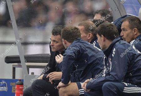 Bayern's coach Willy Sagnol (L) reacts during the German Bundesliga soccer match between Hertha BSC and FC Bayern Munich in Berlin, Germany, 01 October 2017.