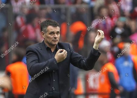 Bayern's coach Willy Sagnol reacts during the German Bundesliga soccer match between Hertha BSC and FC Bayern Munich in Berlin, Germany, 01 October 2017.