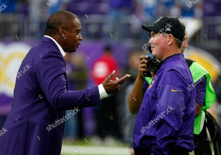 Ahmad Rashad, Mike Zimmer. Former Minnesota Vikings wide receiver Ahmad Rashad, left, talks with Vikings head coach Mike Zimmer before an NFL football game between the Vikings and the Detroit Lions, in Minneapolis