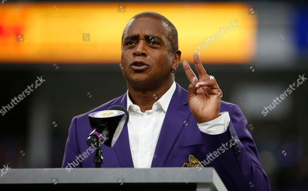 Former Minnesota Vikings wide receiver Ahmad Rashad speaks after being inducted into the Vikings Ring of Honor during halftime of an NFL football game between the Vikings and the Detroit Lions, in Minneapolis
