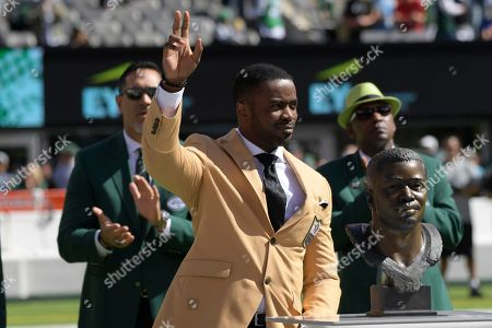 Former New York Jet Curtis Martin participates in a ceremony before an NFL football game between the New York Jets and the Jacksonville Jaguars, in East Rutherford, N.J