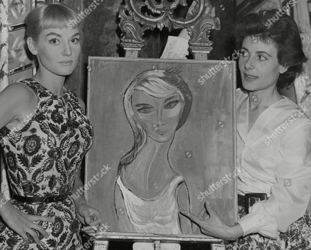 Actress Diane Cilento (left) And Yvonne Mitchell At A Photocall For Less Than Kind At The Arts Theatre. Box 747 911041750 A.jpg.